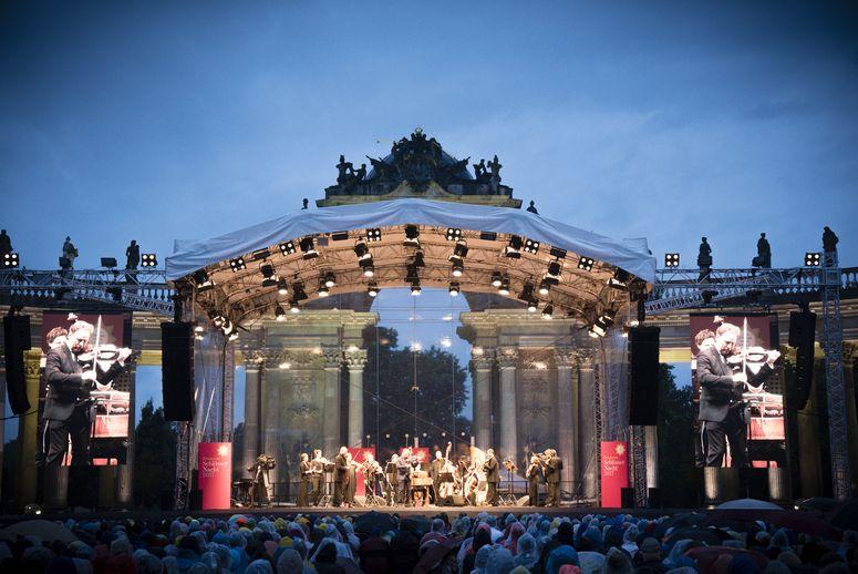 Ein Traum in transparent: Die ArcoStage im eleganten Gewand