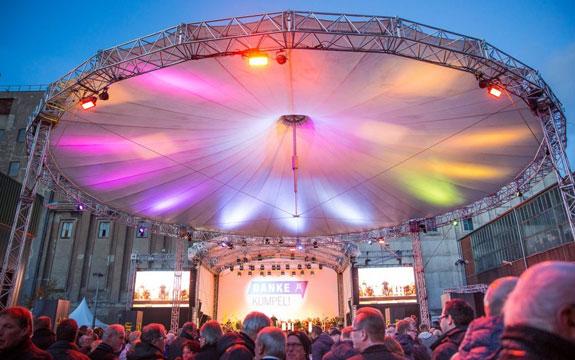 Open-Air-Konzert mit Live-Übertragung bei » Danke Kumpel «.